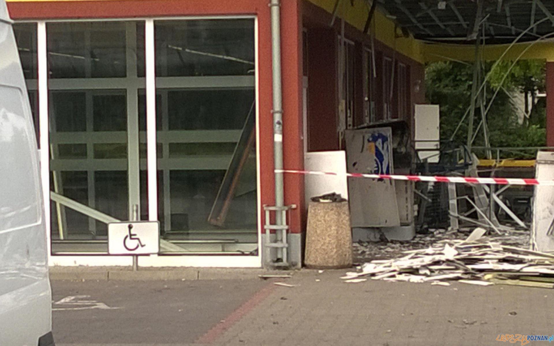 Bankomat wyleciał w powietrze  Foto: kontakt24.tvn24.pl / Przemo