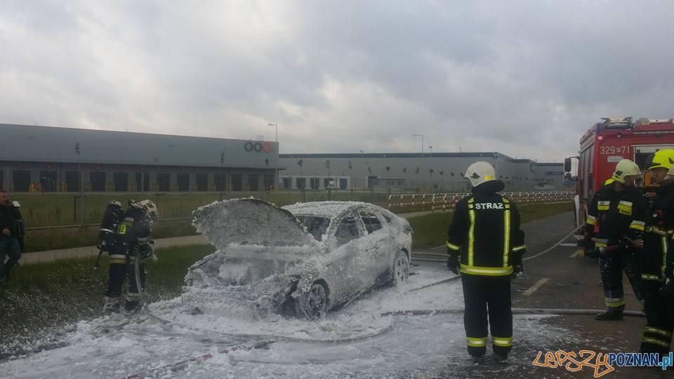 Pożar samochodu w Komornikach  Foto: OSP Luboń