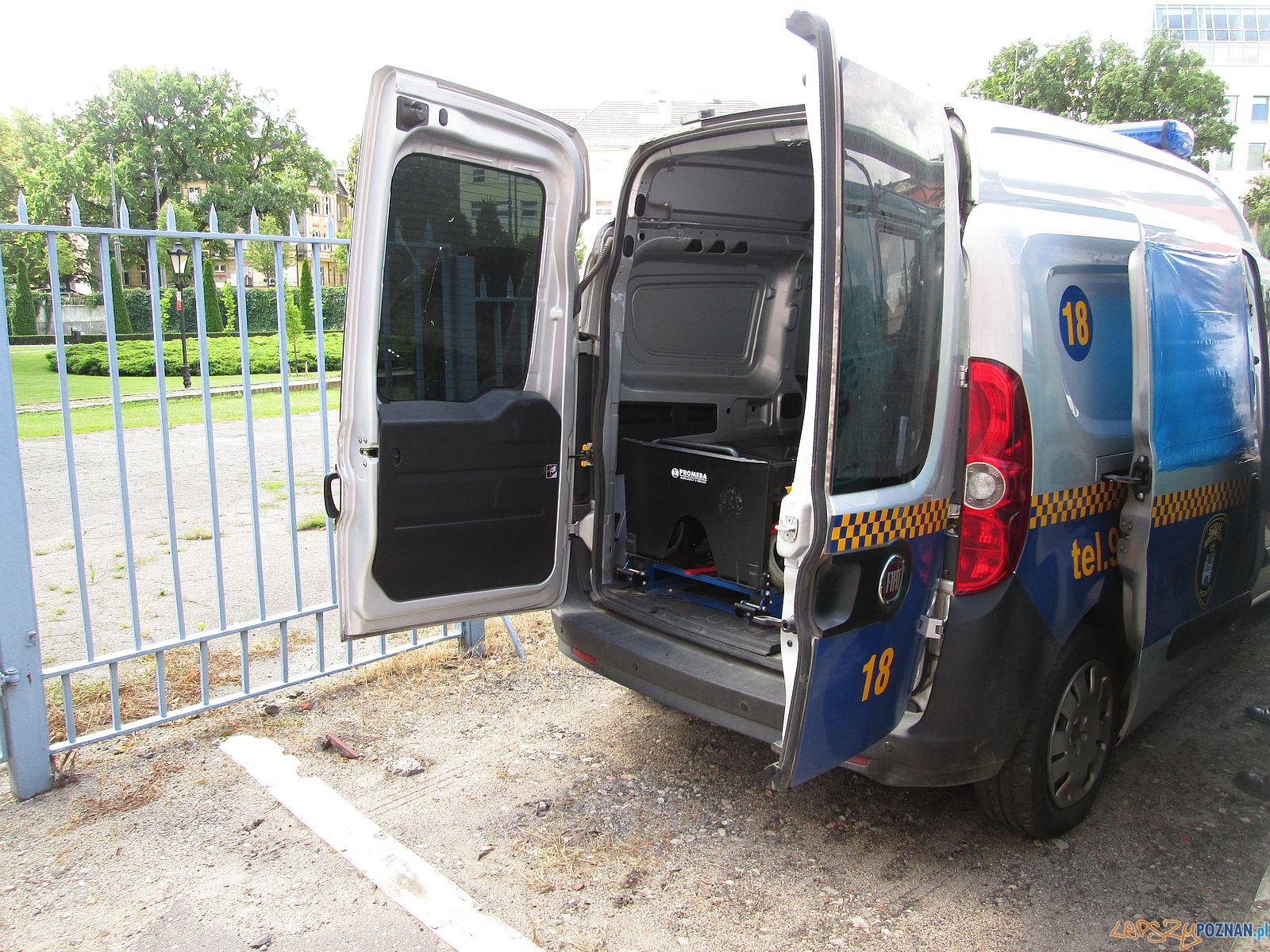 Zniszczony radiowóz  (2)  Foto: Straż Miejska