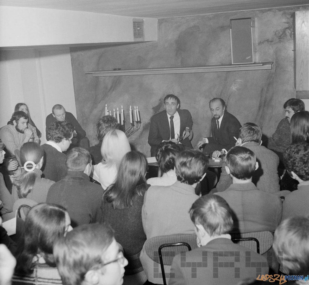 Spotkanie z Tadeuszem  Kantorem w klubie OdNowa 11.12.1968  Foto: Jerzy Nowakowski / Cyryl