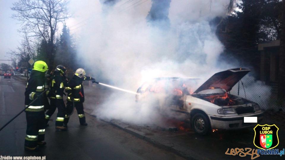 Spłonął kolejny samochód  Foto: OSP Luboń / Marek