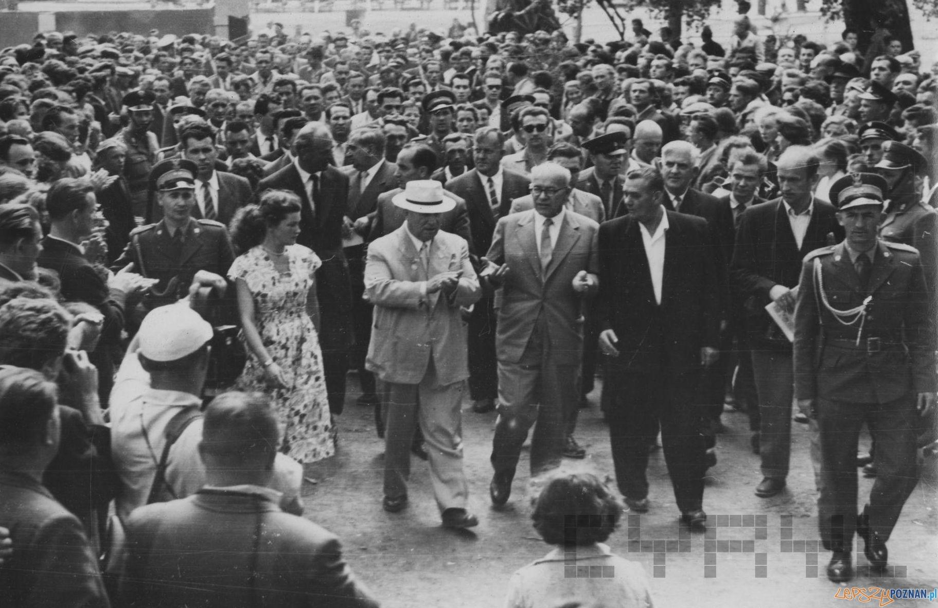 Wizyta Chruszczowa w Poznaniu - 18.07.1959 - przemawia Wincenty Kraśko  Foto: H. Ignor / Cyryl
