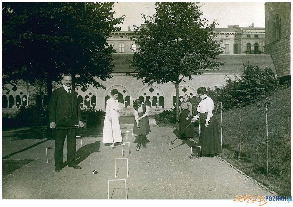 Przy partyjce krokieta ogrodowego rodzina Latzel, około 1911 roku - CK Zamek  Foto: materiały prasowe CK Zamek