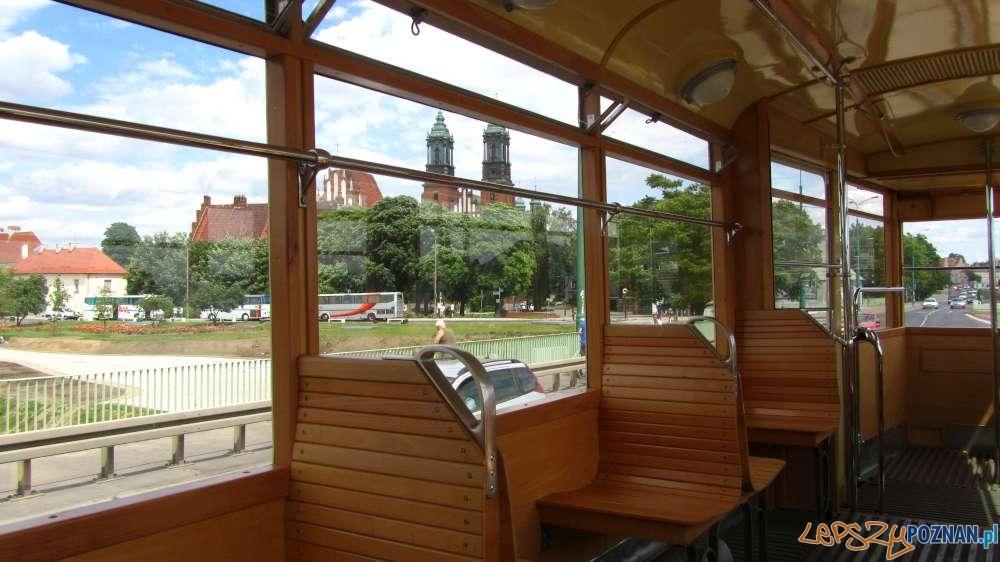 Ostrow Tumski widziany z historycznego tramwaju  Foto: B. Brzycki / ZTM
