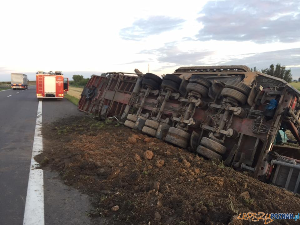 Ciężarówka wypadła z A2  Foto: OSP Kleszczewo