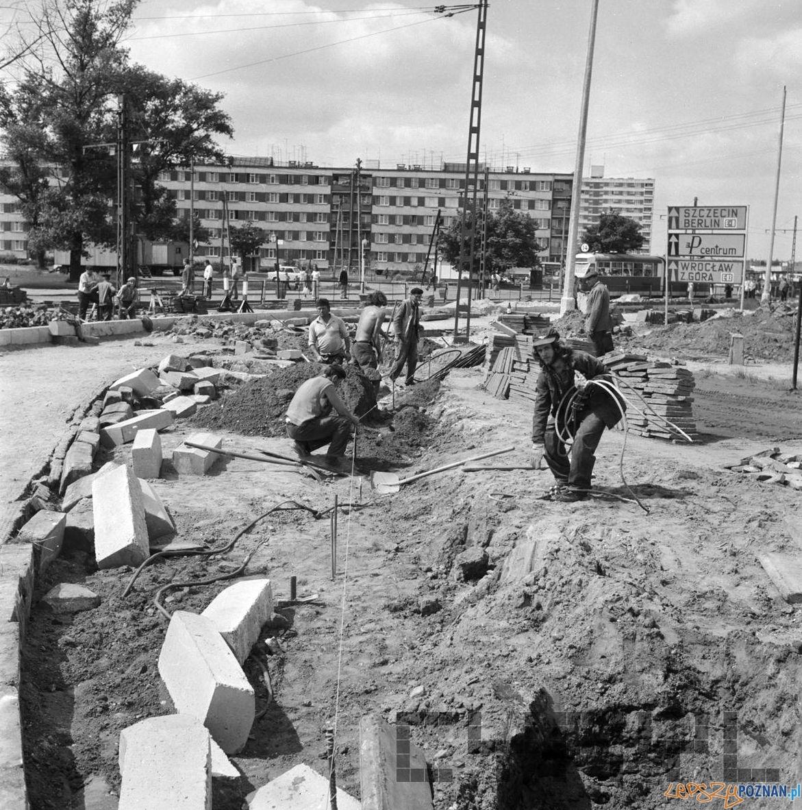 Modernizacja Ronda Rataje 7.08.1974  Foto: Stanisław Wiktor / Cyryl