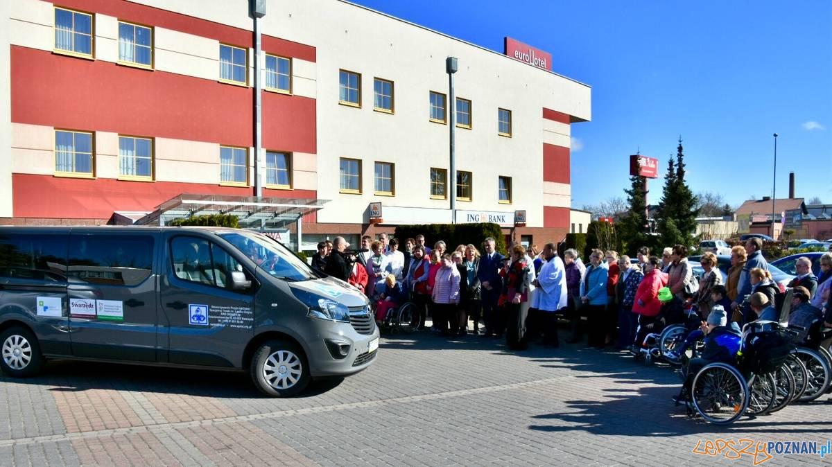 Samochód dla Stowarzyszenia Przyjaciół Dzieci Specjalnej Troski  Foto: UMiG Swarzędz / T. Rybarczyk