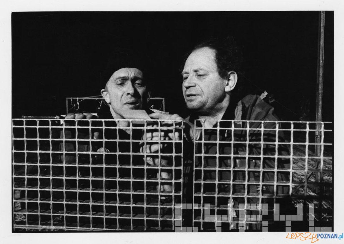 Witold Dębicki oraz Michał Grudziński w sztuce J. Głowackiego Antygona w Nowym Jorku - Teatr Nowy - 21.01.1994  Foto: Stefan Okołowicz / Cyryl