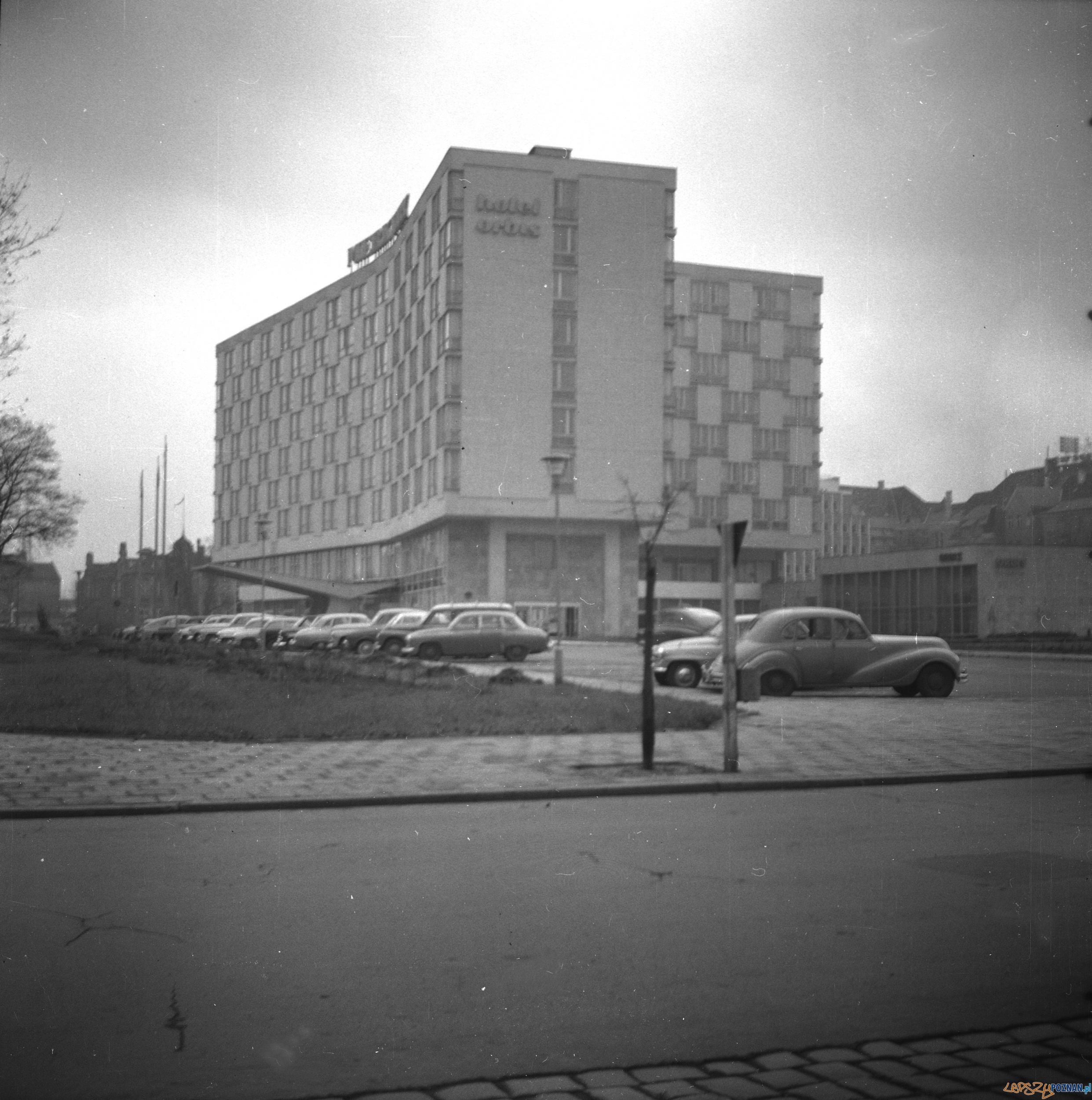 Hotel Merkury w 1964 r  Foto: wikipedia