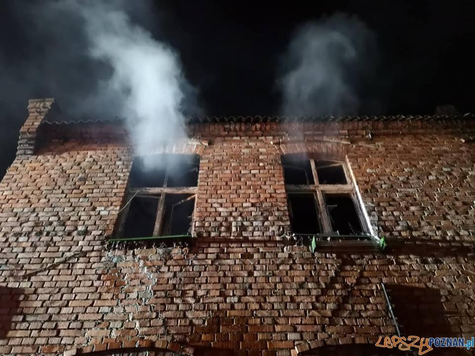 Pożar kamienicy w Obornikach  Foto: OSP Ocieszyn