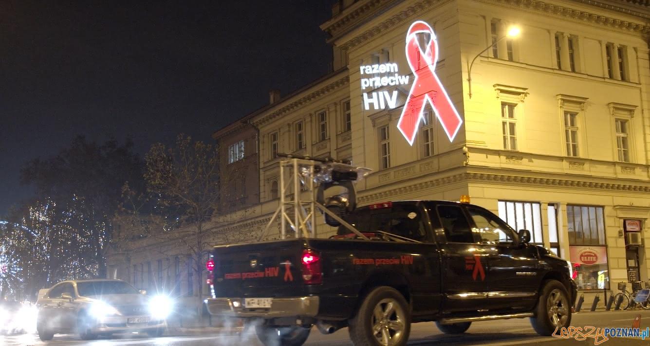 Czerwone kokardki - profilaktyka HIV AIDS  Foto: materiały prasowe