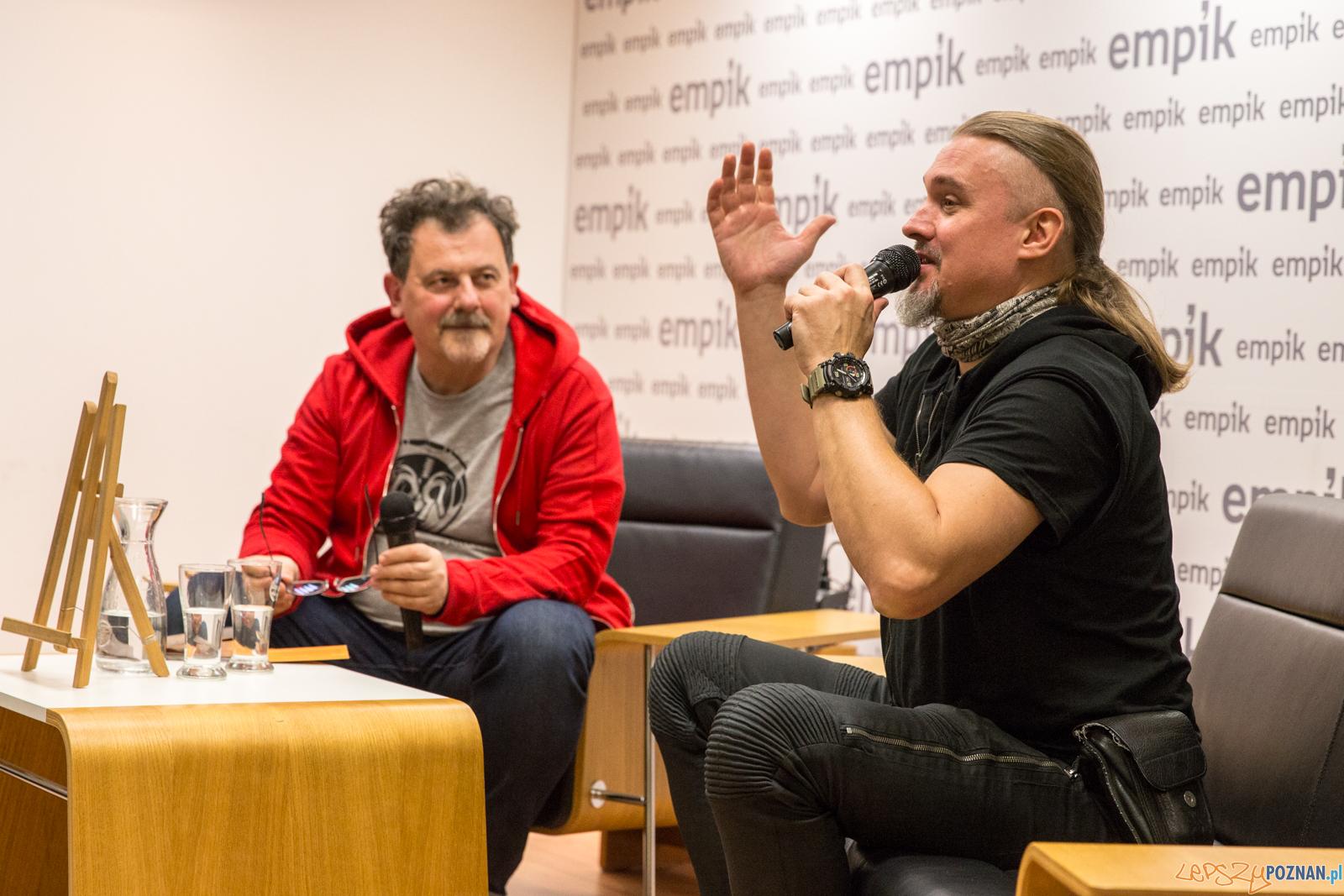 Maciej Balcar na spotkaniu z fanami w saloniku Empiku - Poznań  Foto: Paweł Rychter