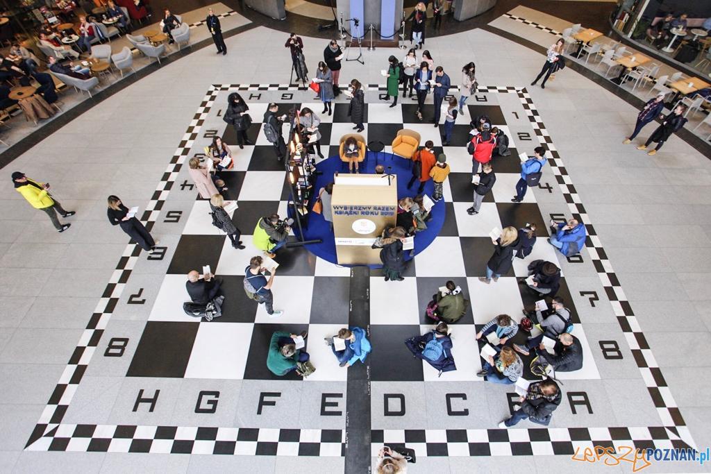 Czytelniczy flash mob w Starym Browarze  Foto: J. Krzyżanowski